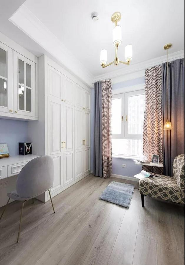 书房采用紫白组合的经典色调,以白色的纯净、紫色的优雅来打造一个舒缓宁静的空间。
