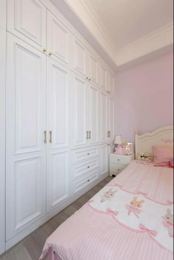 女儿房以轻盈梦幻的淡粉色为主调,满满的少女心,清新而温柔。