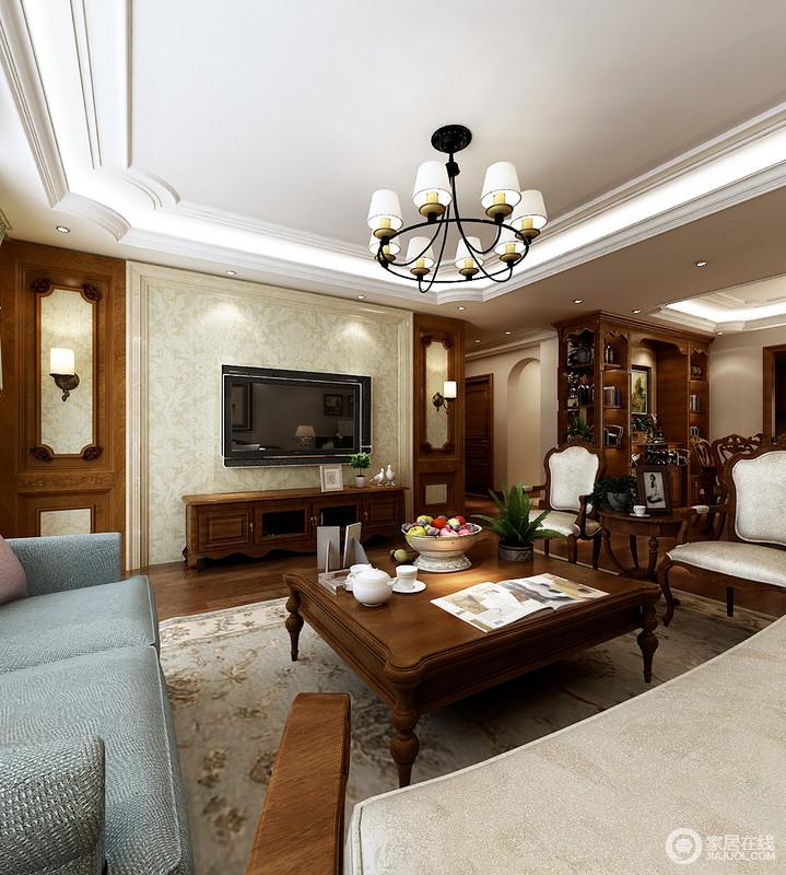 客厅的吊顶以不规则的造型与整体的设计气氛相和,黄铜吊灯与美式圆柱实木茶几承接着古典之韵;怀旧风的木墙和背景墙组成些许富贵感,与实木家具让空间尤为轻奢。