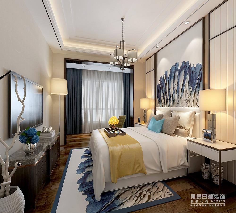 水墨蓝的树枝图案,渲染在卧室床头背景和地毯上,抢眼的制造出空间的层次;床品布艺与背景软包呼应,同时局部黄蓝的点缀,使富有自然生机的空间中,愈加清新活力。