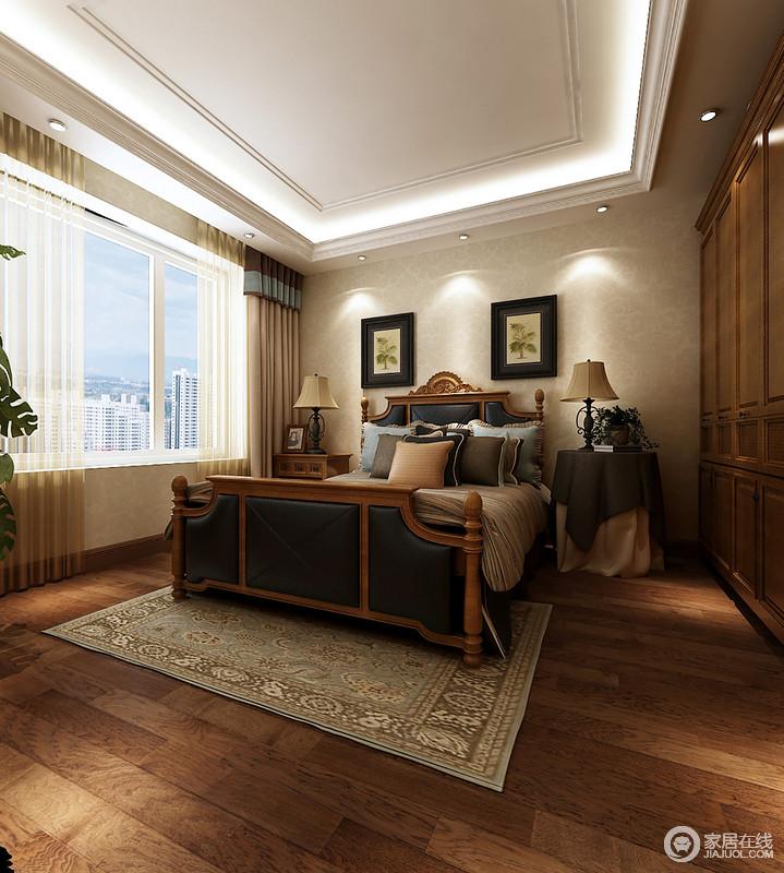 卧室采用中性色调的壁纸,与原木地板构成朴质,营造出自然的味道,些许温暖,些许生命力就能让你享受安宁;而实木美式家具以功能为主,对称的画作、床头柜庄重而典雅,让实木柱床和花卉地毯给你一份精致。