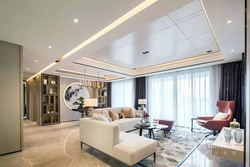客厅开放式的设计尽显大宅设计的格调,白色纱幔营造出朦胧感;乳白色沙发搭配灰色地毯,红棕色椅子和圆几的组合,点缀出新中式设计的雅调。