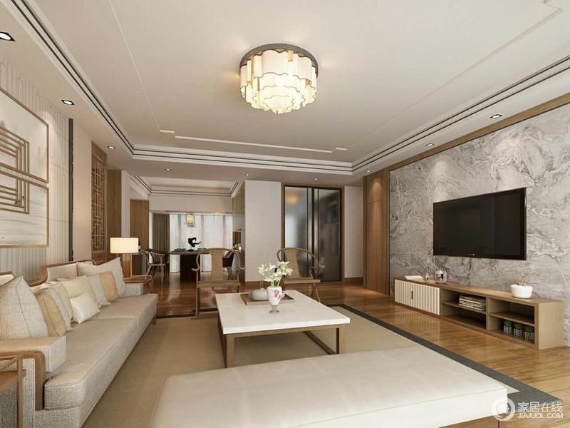 客厅的空间非常宽敞,布置上也相当简约;电视墙上花色灰色理石硬朗配上木质电视柜,呼应着方正茶几的材质;浅灰色亚麻布艺沙发,质感温润舒适,与背景墙上的线条及回纹装饰画,传递出素浅的层次。
