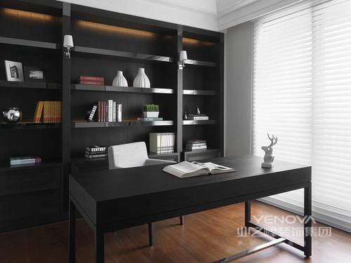 本案例位于顶琇国际城,三居室的空间给主人带来现代质感,虽然整体空间只有129平米,但是现代凝练的线条和整体施工工艺的精致,让空间与众不同;大面积统一的色调凸显安宁祥和之气,大方简洁的手法,最大限度的做到时尚和精致,亮色点缀更是多了一份优雅,让生活讲究