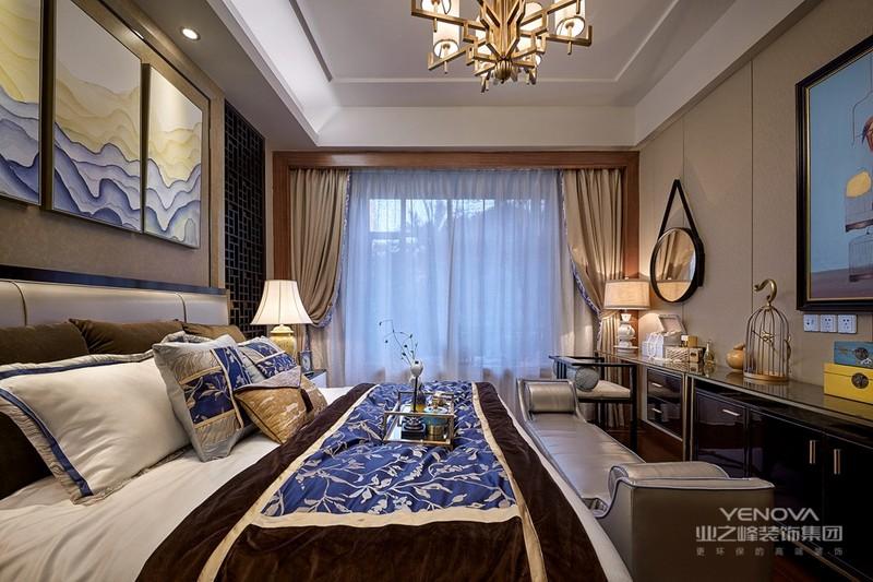 新中式风格是指在中国文化风靡全球的现今时代,中式元素与现代材质的巧妙兼柔,唐宋家具、明清窗棂、布艺床品相互辉映,再现了移步变景的精妙小品。继承明清时期家居理念的精华,将其中的经典元素提炼并加以丰富,同时改变原有空间布局中等级、尊卑等封建思想,给传统家居文化注入了新的气息。