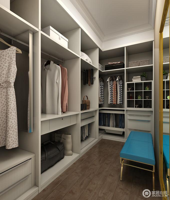 衣帽间定制得设计,具备强大收纳功能,不仅可以充分的满足男女主人日常的储物功能,还可以将一些不常用到的物品一齐放进衣帽间中,让生活更为便捷。