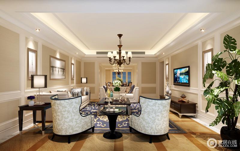 客厅墙面以米驼色打底,简约的白色护墙板线勾勒装饰,营造出的立体感加强了空间的典雅气质;沙发与几类的搭配,在灰白、木色间穿插着地毯的深蓝,空间有着柔和的层次;花纹点缀其间,在均匀的布光中,平添了浪漫情调。