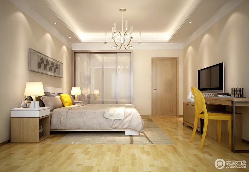 卧室线条利落,石膏吊顶构成的矩形造型因为灯带围筑在四周显得和暖,略显简洁地曲线吊灯填补了空白;而浅驼色漆粉刷的墙面因为一副灰色调的简画显得朴素,与灰色床品及地毯呈稳重,实木家具对称出和谐,并尽显实用之能,一把黄色单椅却张扬着简约之美。