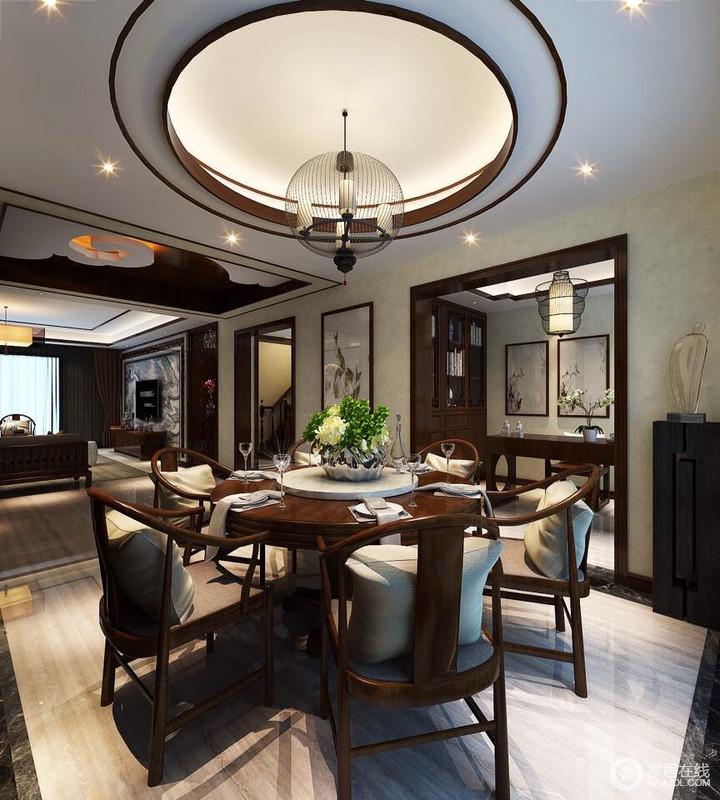 """中国传统居室非常讲究空间的层次感,这种传统的审美观念在""""新中式""""装饰风格中,又得到了全新的阐释。"""