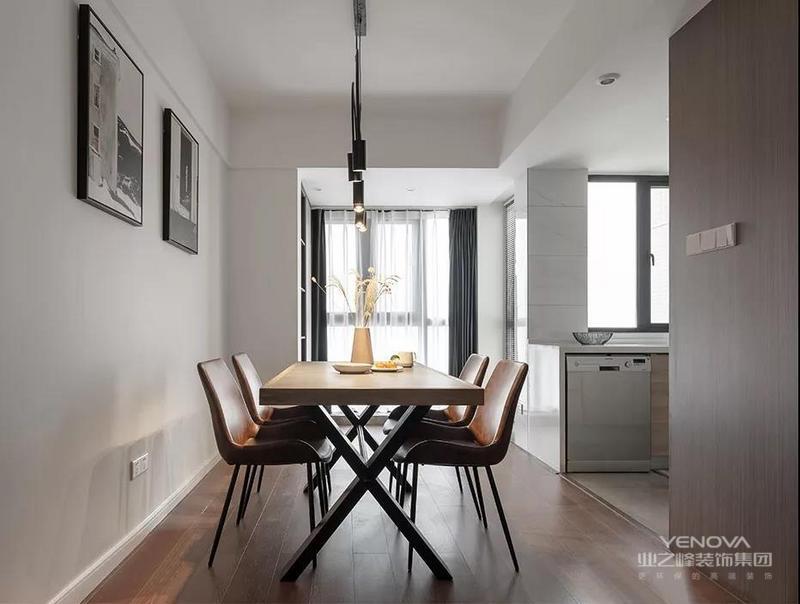 这是一套现代风格的装修案例,没有繁复的装饰,简约而不落俗套。极具质感的家具,抽象艺术的配饰,整体轻奢而时尚。希望这套装修案例能给准备装修的大家带来一些灵感。