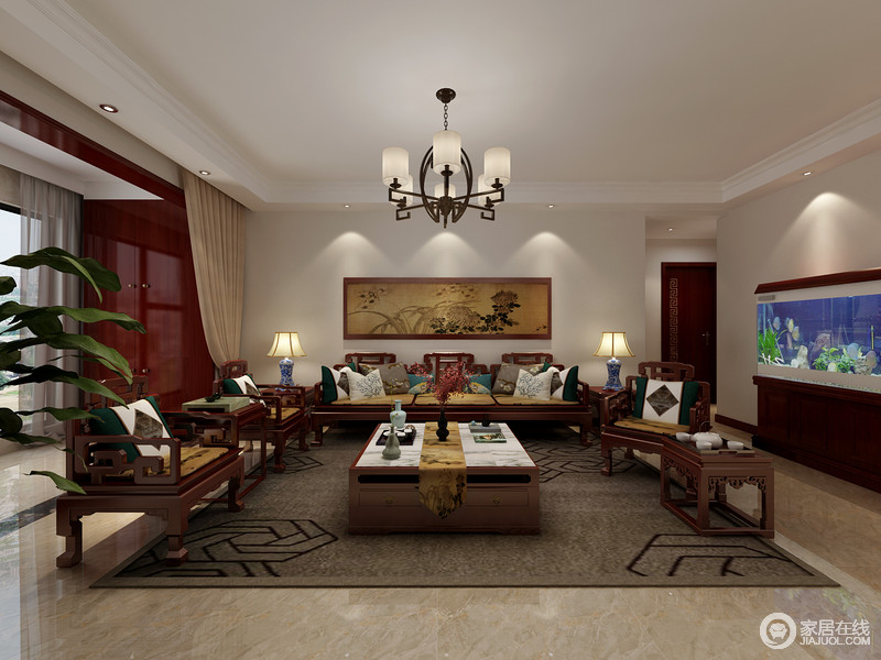 中式客厅方正规整,米色漆与仿旧感的地砖构成色彩层次,而褐灰色地毯反衬着中式实木家具,以敦实的质感延续东方大气。