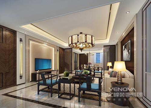 空间方正得体,新中式水晶灯营造暖光之色,与背景墙内的壁灯延续东方之韵,彰显华丽;背景墙的中式字符与屏风的灵动以色彩与材质平衡出中式艺术;回字纹的地毯搭配米色沙发,与中式实木家具陈列出抑扬顿挫地和温。