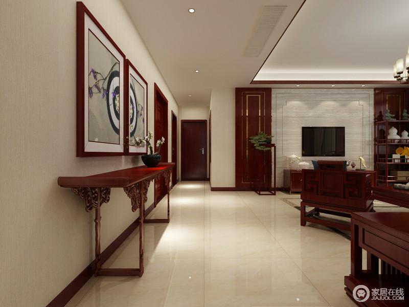 新中式过道与客厅并没有太多明显的分区,但是从吊顶便强调了空间结构;中式红木岸几、抽象画作与花器营造了东方之雅,让空间具有了禅静。