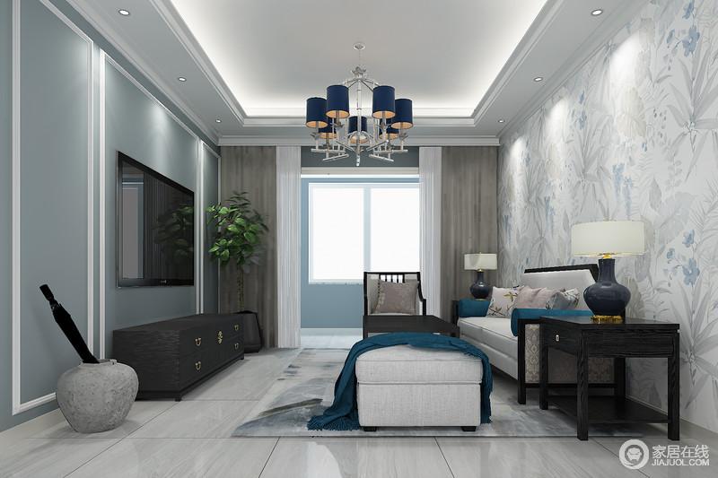 客厅以蓝色电视墙与花卉沙发墙营造空间的优雅,浅灰色地砖搭配黑桃木家具赋予空间文化积淀和实用之美;米白色沙发和陶瓷台灯与之搭配,赋予空间现代格调与大气。