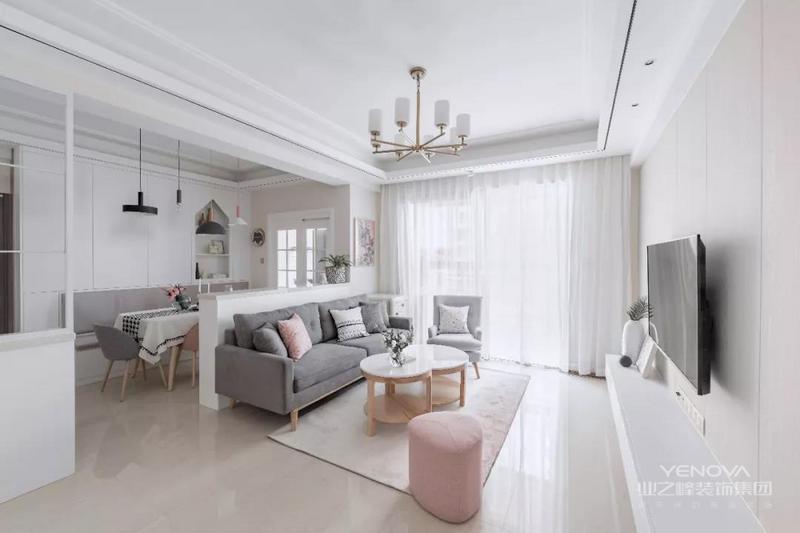 现代简约风格设计中主要体现的就是简约性的设计理念,在房屋装修中,许多人喜欢简约却又时尚的设计,因为这样的设计能体现出房屋主人的个性特质和不同的喜好。这样简约型的设计逐渐成为了年轻一族的最爱,这样的设计能够充分体现出年轻人的不同爱好和创意。