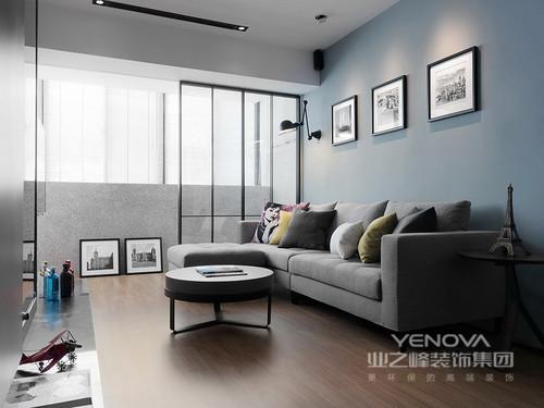 空间的质感并不是以多样化得形式或者艺术品来渲染,而是以功能为前提,通过形式服务功能,让空间少了繁复的同时,还能依旧让人生活的舒适和温馨。在这个空间中,设计师并没有太多的造型,而是以凝练的线条,将空间层次划分出了动感,并利用蓝色、木色或者黑白之色,以材质搭配,让家简单明亮;在每个空间的细节你会感受到精细的工艺为特征,展现了更多地温馨和大气。