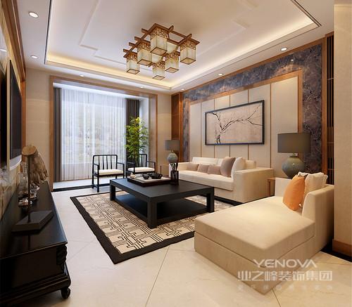 新中式的方桌和官帽椅,以沉稳内敛的黑色搭配着现代米黄布艺沙发,深浅分明的组合出空间焦点;沙发墙则同样在材质的配搭下,极具视觉层次感,作为背景烘托着空间;绿植、摆件的恰到好处的点缀,令空间格调高雅。