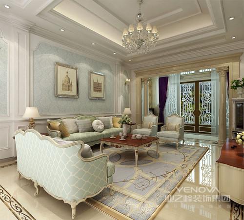 清新的白色护墙板修饰着蓝底印花壁纸,营造出的清爽浪漫背景,与同色系的网格纹沙发组,优雅配搭,空间有着轻盈华贵的气质;白棕木四方茶几则色调沉厚鲜明,与电视柜呼应出温厚感;气势的罗马柱,让空间愈显华贵。