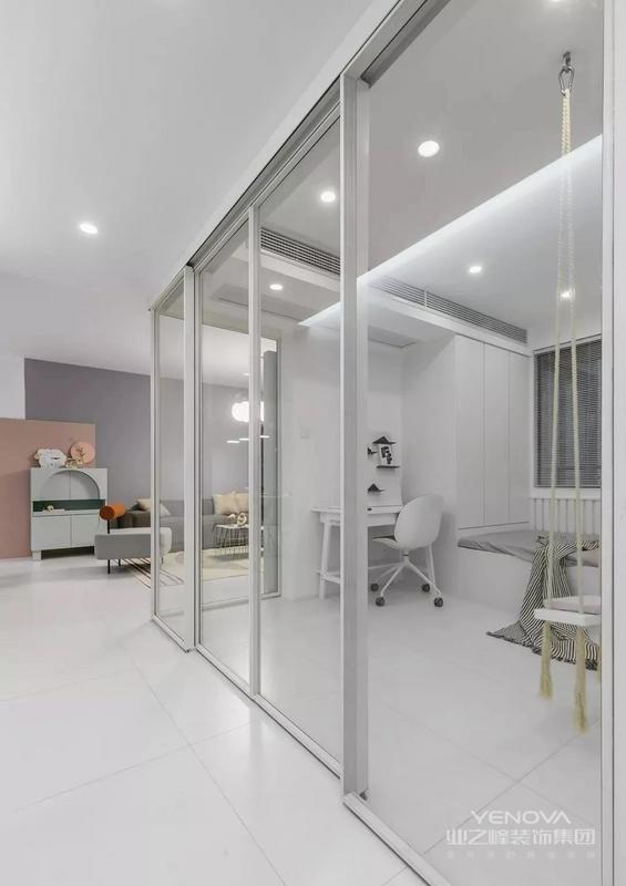 天推荐的是一套面积为108平米的现代北欧风三居室,设计师利用色彩将这个家变得轻松活跃,或是异想天开,或是质感沉稳。如果你既向简约、质朴,又希望生活可以更多元化更多彩,这套案例绝对是一个很好的参考。