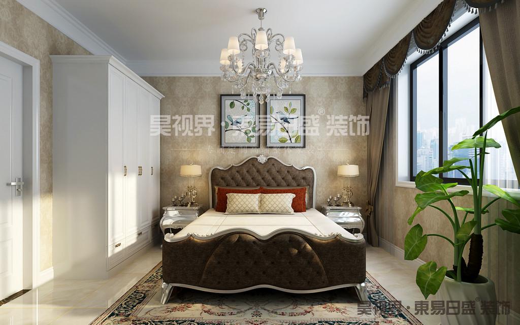 在设计的细节上室内摆放的那些家具,均是具有线条美感的家具,对材料的考究,才让这个居室更加具有原汁原味的传统与奢华风格,高贵、典雅又不失浪漫气质。