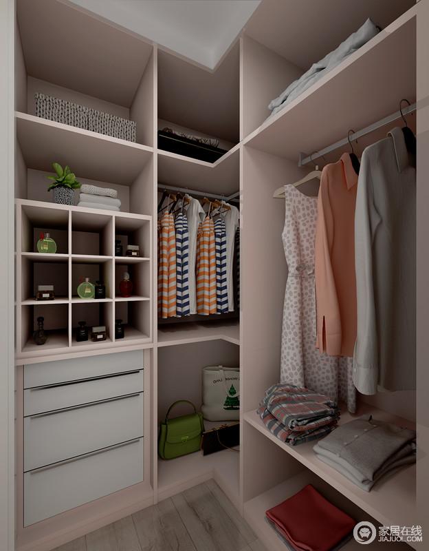 小小衣帽间的设计满足每个青春期女孩的幻想,分类储存地设计便于翻找衣物,设计更是体现了人文关怀。