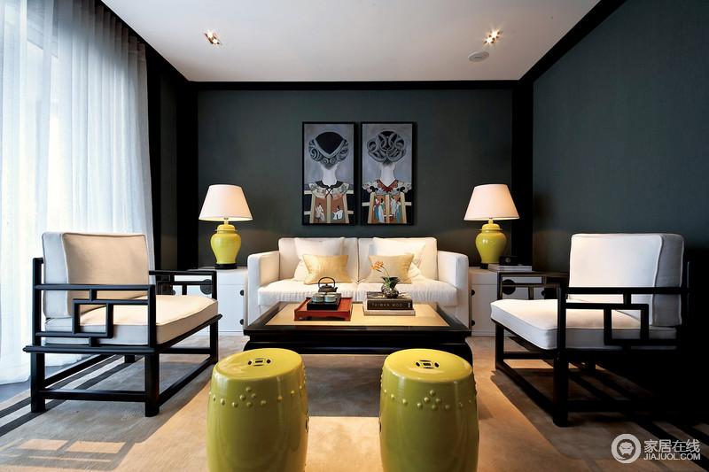 深蓝色有种深邃的静谧,用作背景渲染,配上民族特色的装饰画,客厅空间充满了神秘安宁的气氛;新中式家具以黑白搭配,干净的白色和灯饰及鼓凳上的姜黄色,瞬间提亮了空间,空间的陈列组合,展现出不俗的气度和风华。