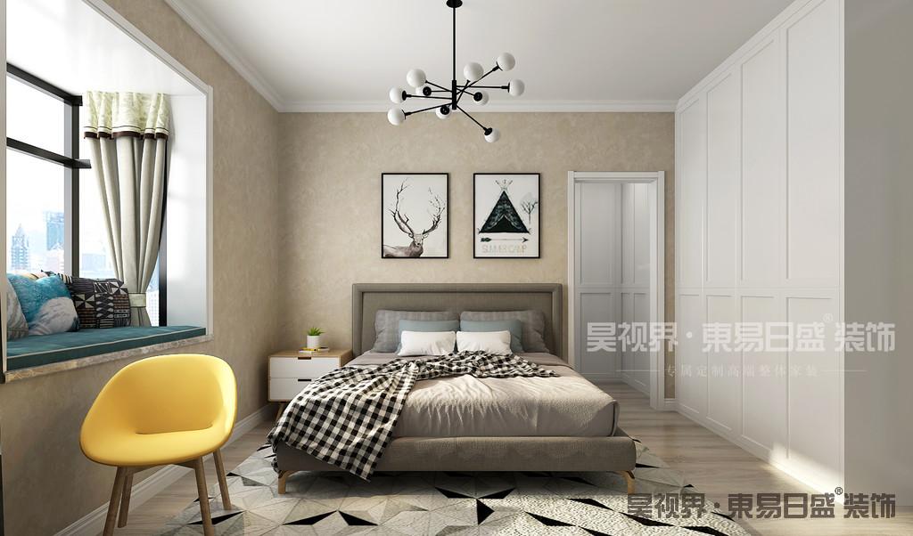 卧室装修色彩很平和。这种风格的卧室装修都是采用淡雅的颜色,没有激烈的颜色,所以睡觉休息的体验更好。而且这样的环境充满了温馨的感觉,让人能够很好的放松下来。