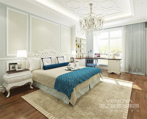 本案设计风格为主调新中式,在卧室空间里混搭了欧式元素,使空间在沿袭传统古典的同时兼容现代及西方典雅的装饰艺术。硬朗简洁的线条,使空间具有层次感,而独具古韵的东方元素又渲染出民族风情的精华,空间展现出霓裳轻舞的魅力感。