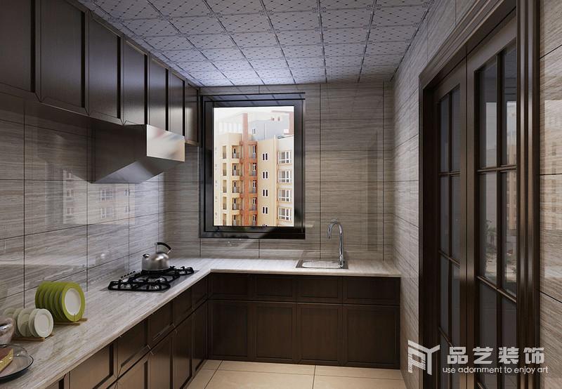 廚房L型的設計避開了操作時的擁擠,灰色木紋磚石搭配褐色櫥柜,讓空間收納和學習兼并起來,大氣利落。