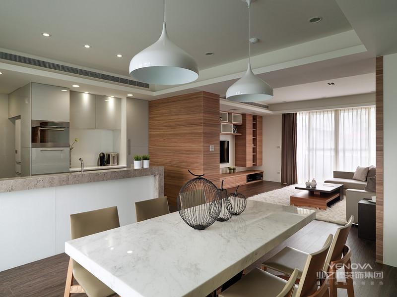日式设计风格直接受日本和式建筑影响,讲究空间的流动与分隔,流动则为一室,分隔则分几个功能空间,空间中总能让人静静地思考,禅意无穷。  传统的日式家居将自然界的材质大量运用于居室的装修、装饰中,不推崇豪华奢侈、金碧辉煌,以淡雅节制、深邃禅意为境界。