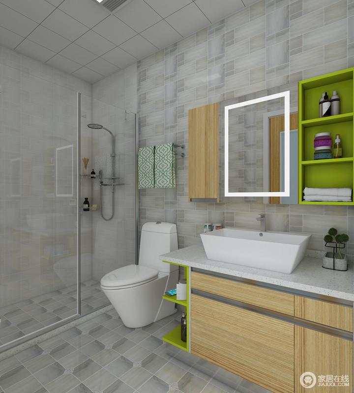 合理的利用小空间,将备用品和日常用品分别放置相应的柜体内 每个柜体有占用极少的空间。原木色的配色方案使得整个空间更加清新自然。