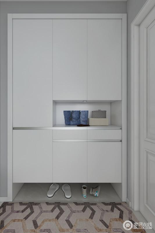 门厅的主色调以灰色,白色为主,使门厅空间清新自然, 干净舒适!一组拥有丰富收纳功能的门厅柜解决了整个 空间入户收纳的问题,柜体底部的懒人屉可以收纳凌乱 鞋子,柜子中央可以摆放包包和装饰品,柜体侧边可以放临时衣物,区域空间收纳你不同尺寸的鞋子。