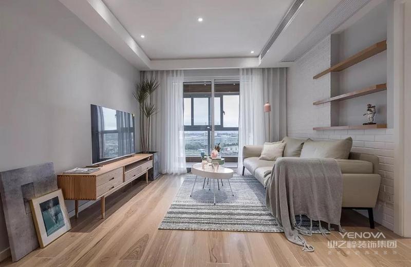 这是一套北欧风格的装修案例,业主喜欢清新自然的原木空间,简洁的收纳以及能表现设计细腻的细节。希望这套装修案例能给准备装修的大家带来一些灵感。