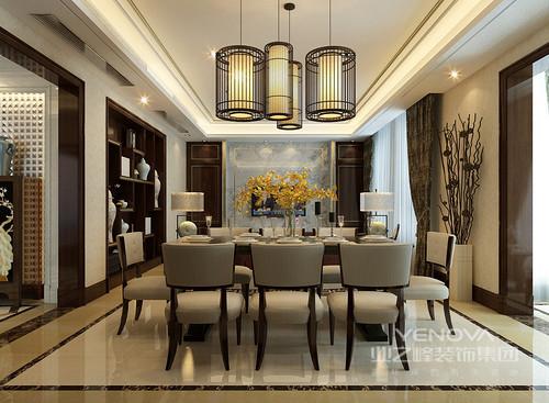 餐厅与客厅一体,中间并未有分明的界限,空间与空间的交流性强;铁艺笼灯光线柔和,映照出的氛围幽静安宁,浅灰色餐椅搭配着质朴厚重的实木餐桌,就餐环境愈加的平和素淡;而桌上一束明黄花卉,鲜活明媚的点缀出芬芳,赋予自然活力。