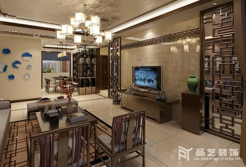 开放式的空间以动线分隔,米色砖石铺贴在墙面,不仅好打理,还奠定了朴素的气息,大量的中式家具组合,如博古柜、吊灯和挂画,都让家足够大气。