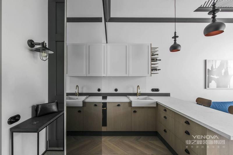 厨房是开放式的,方便主人更好施展身手,展示厨艺