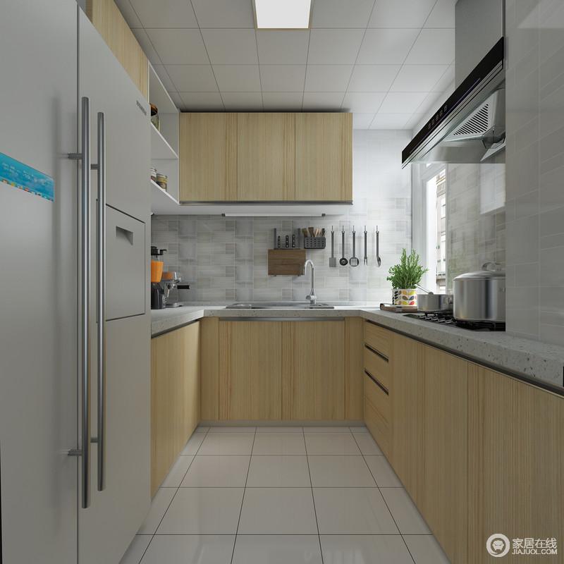 厨房柜体与户型进行合理布局,巧妙搭配,实现厨房用具一体化,空间虽小却被精心的设计实现了功能性,麻雀虽小五脏俱全,干净的木色让整个空间看起来十分干净!