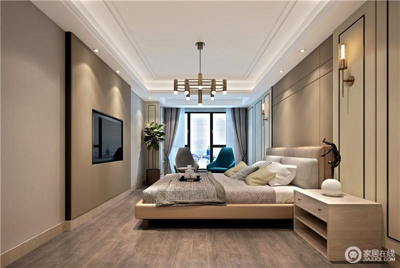 卧室白色的吊顶与咖色漆的墙犹如咖啡般醇香,让人颇感和暖;木地板的踏实,与金属吊灯的闪耀,成就现代精致,灰色和蓝色扶手椅的时尚设计,为整个空间带来时尚,更为轻和、温馨。