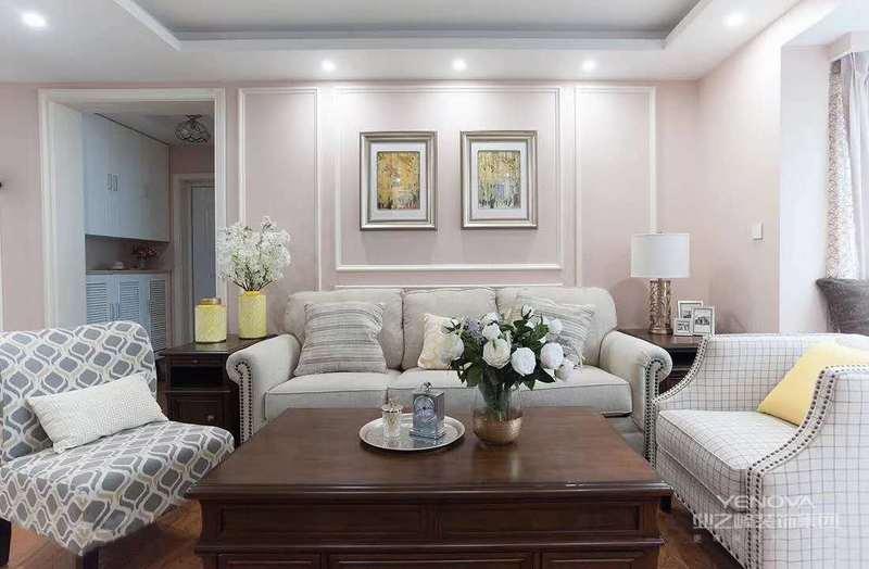 格调大方它是这种风格的特点之一,首先它使用了线条有着清爽明快的效果,而且它还善用优雅的弯腿式家具,然后再搭配一些白色的门窗和地台等元素来进行装饰,这样装修出来的美式风给有一种独特的魅力,一般来说现代美式风格与欧美的装饰风格来进行对比的话,这种风格它会使用比较多的硬、华丽、光挺的装修材料。