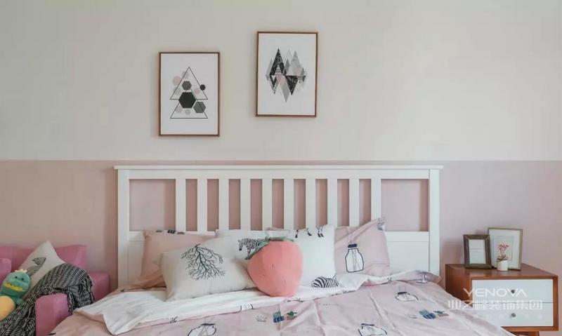 简约欧式风格设计通过对流畅的曲线、精致的细节处理来营造一种典雅、亲切、高贵的家居氛围。