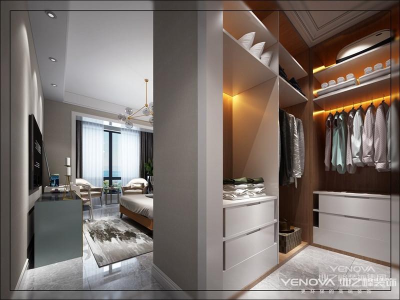 本案的厨房是整个空间的中心,更是生活的焦点,开放式厨房让整个房间相互有流动感,宽敞舒服的功能厅,让工作疲惫的您可以完全放松,享受家带来的舒适,温暖的感觉,在设计上考虑到客厅与餐厅现有结构的不合理处,所以对原有结构有所改动,开放式厨房体现主人高雅时尚的生活品质,对于整体的效果则把设计重点放在整体空间的装饰把握上,