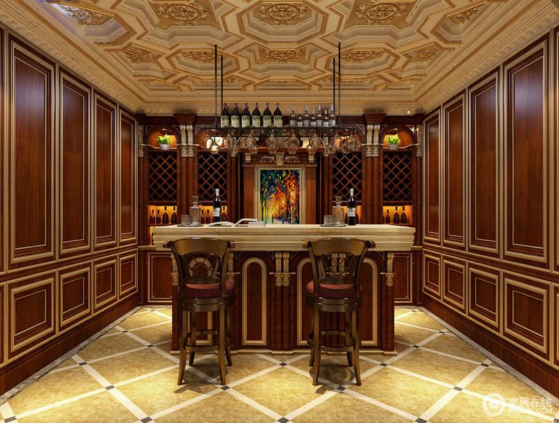 酒吧室在整体布置上,同样镶花雕金的刻意营造氛围;天花上多边形富有规整的变化感,表现出的节奏感顺着墙板蔓延至菱纹地面上,空间凸显出艺术美感;吧台雕金实木拼接大理石,配上高脚椅,情调满满;多功能酒柜入墙,实用又简洁大方。
