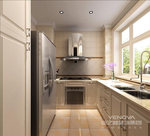 现代感的简约欧式空间里,设计师简化了传统欧式的繁杂,以极简线条硬朗的将古典欧式与现代空间结合,展现出开阔舒朗的华贵感。色彩方面,以优雅的紫色点缀在灰白为主的空间里,并形成串联,体现出居室的统一性,整体空间也显得轻奢典雅。