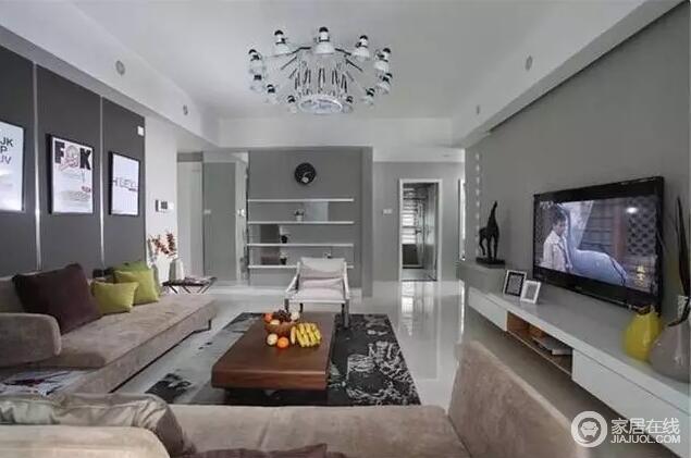 沙发选用了绒面布艺的风格,浅驼色为空间带来优雅又时尚,实木茶几和白色吊灯给予个性与神秘,陪衬出浅灰色布艺墙的简单,却将轻奢和盘托出。