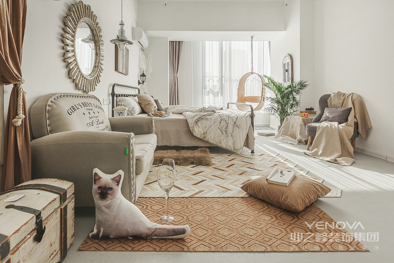 现代简约风格设计说明之空间布局对于现代中式风格的布局上来说,也沿用的传统的中式风格的布局理念。需要保持最大限度的利用好整体空间的采光、通风,其次的空间布局应该以房屋主人的生活习惯和个性需求来进行设计。对于整体空间的设计还需要与房间中的家具布置进行搭配,合理的运用室内的家具以及装饰性的工艺品可以得到一个更为合理的空间布局。