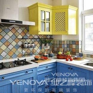 地中海风格整体给人有海洋的清晰,含有一种简单的自然浪漫。家具的选择上,大多选择一些做旧风格的,搭配自然饰品,给人一种风吹日晒的感觉。主要色调以蓝色、白色、黄色为主色调,整体明亮清新。材质上大多选择木质和石质材质。