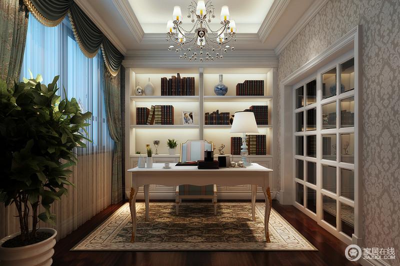 书房吊顶的石膏结构层叠之中,凸显出了线条与几何的双重魅力,再加上几何书柜与格栅推拉门让空间得体而具有立体结构之美;绿色罗马帘与驼色编织地毯的复古衬托着白色曲线感的桌椅,造就了空间的古典与浓厚的巴洛克美韵,让阅读也变得十分优雅。