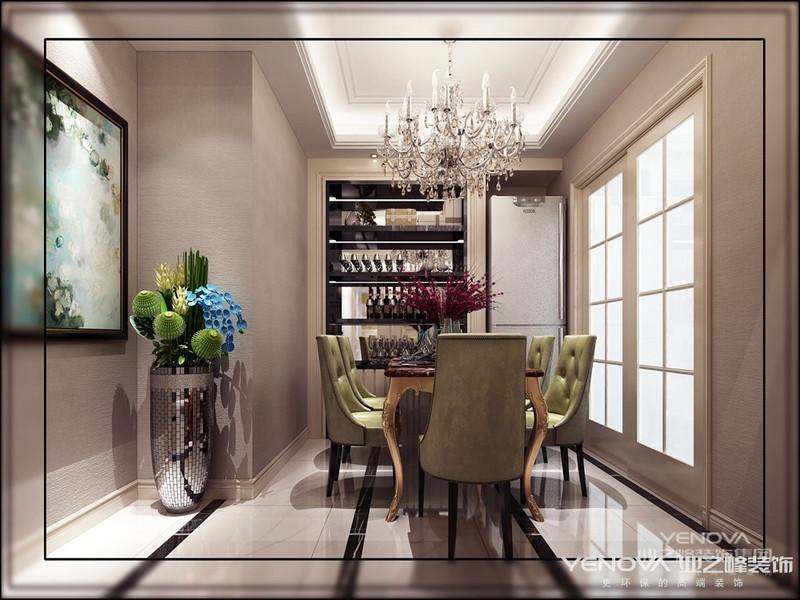 在简约家居风格盛行的今天,如何在简单中独树一帜,是极其不容易的。家一定是好看,必须好用,本案妙用光线来搭建生活舞台,浅色调色彩明亮轻柔,给人温暖的感觉,在设计上考虑到客厅与餐厅现有结构的不合理处,所以对原有结构有所改动。
