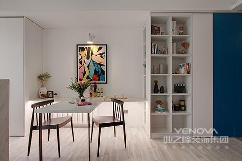 40平米的小窝美得知性,而且明亮安全,舒适极佳;完备的生活机能更是全面到位,设计师以不过度装修的设计减少材质的使用,借由屋主的生活方式与品位,提升空间质感。整个空间以清浅的白与灰为调性,最贴心的是,空间面积不大,却以新的设计令艺术感环绕在空间,可谓令生活得得心应手、舒适安心。