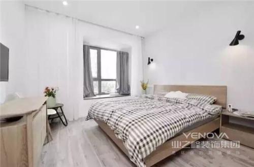90平又美又温馨的两居室设计,以简约为主,力求让空间成为主人的安静生活的天地;从明确的空间功能划分,到整体家具的搭配,以人性化的设计让生活简单之中,多了小温情;色彩上,以灰色和白色为主,同时搭配黑色和其他色彩,营造着素雅、宁静的氛围